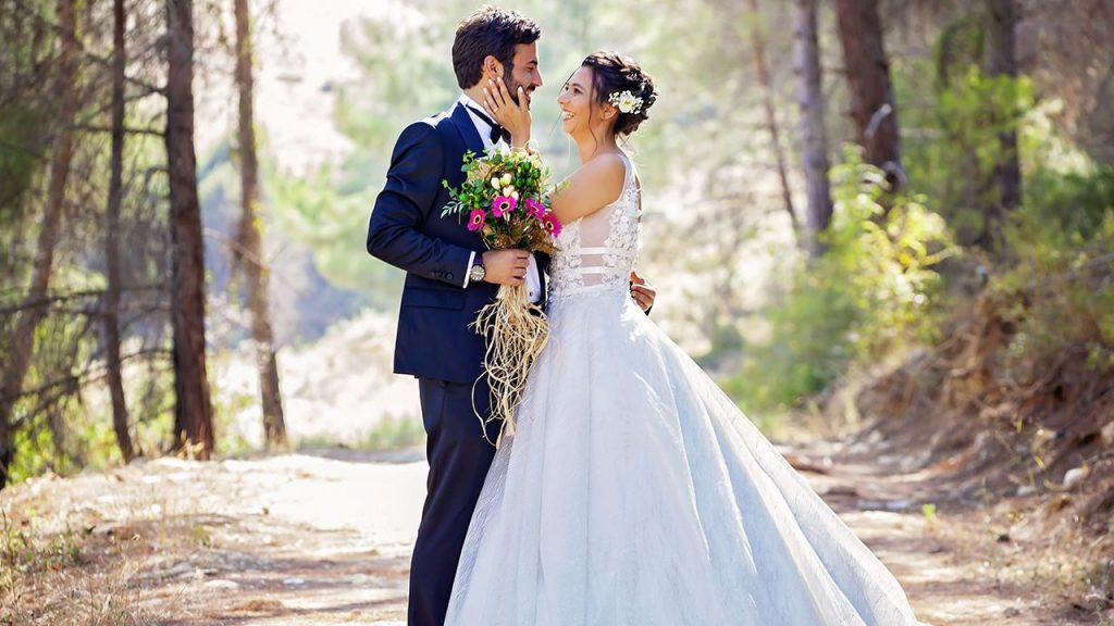 Elope and obtain Married Having a Destination Wedding!