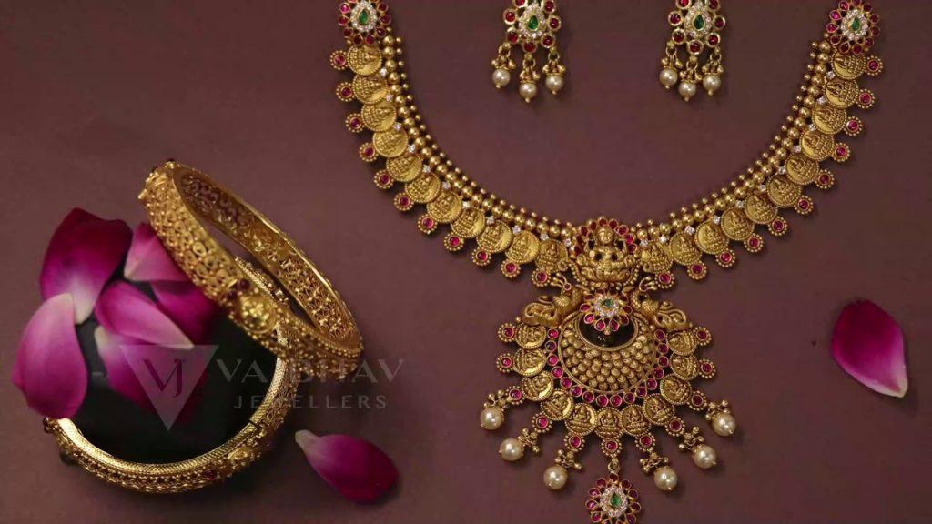 A Plea for Jewellery Holders